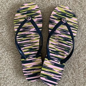 4322279d23a10 NEW Tory Burch printed thin flip-flops